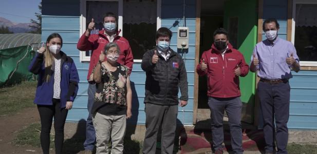Subsecretario de Energía visita a familias de Valle Simpson que por primera vez cuentan con energía eléctrica en sus hog...