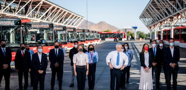 Presidente piñera da inicio al electroterminal el conquistador, el mayor de su tipo en el país y que abastecerá a buses...