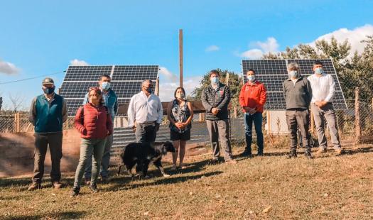 Subsecretario López visita avances de proyecto de electrificación rural en apartado sector costero de Valdivia
