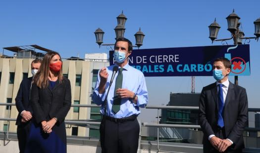 """Ministro de Energía anuncia que  """"para el 2025 habremos retirado el 50% de las centrales a carbón"""""""