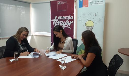 Ministerio de Energía y PRODEMU firman convenio para capacitar a mujeres en Eficiencia Energética, iniciativa nació desde la seremi de Valparaíso