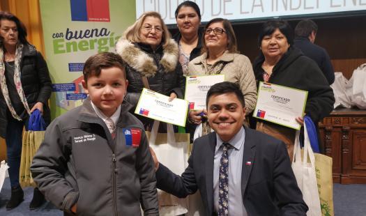 Escolar de 9 años enseñó a vecinos de Concepción la importancia de la eficiencia energética