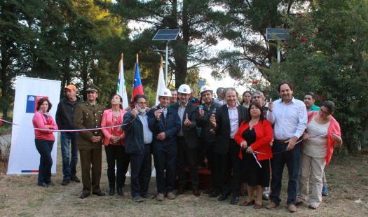 Ministerio de Energía inaugura luminarias fotovoltaicas en el sector Mulpún de Máfil