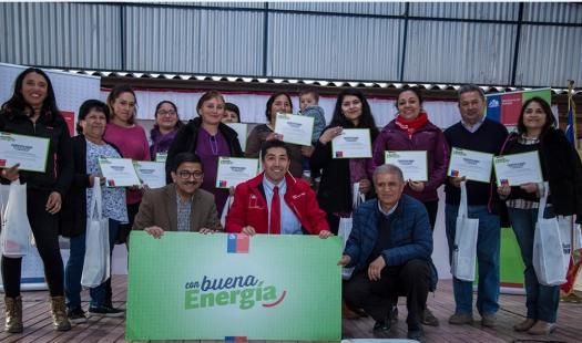 Programa Con Buena Energía entregó ampolletas LED a 200 familias de la localidad El Durazno en la comuna de Las Cabras