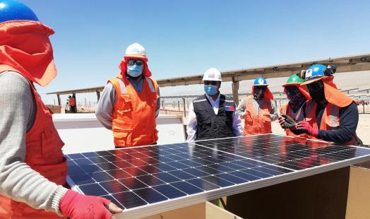 Seremi de Energía visitó el avance de construcción del proyecto fotovoltaico Capricornio