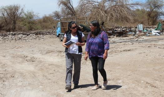 Energía visita a vecina en La Huayca