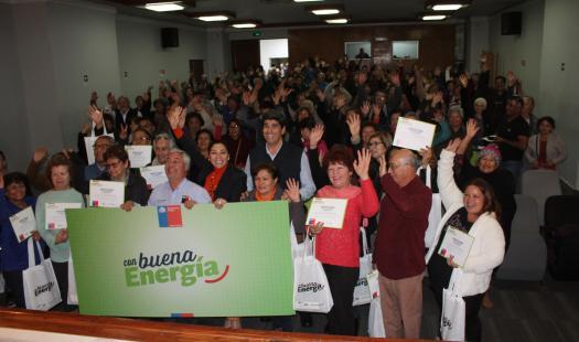 Más de 150 vecinos de Iquique aprenden a ahorrar Con Buena Energía