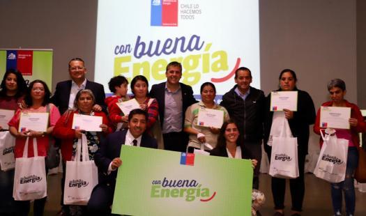 Mostazal: Intendente Masferrer junto Seremi de Energía y Alcalde Medel entregaron kits de eficiencia energética a 300 familias
