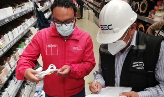 Seremi de Energía y SEC llaman a comprar y utilizar guirnaldas navideñas certificadas