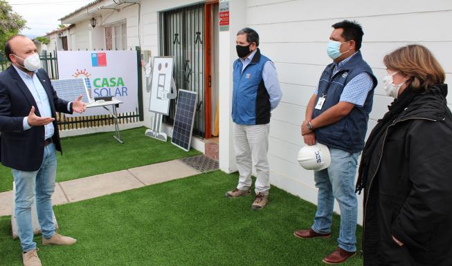Seremi de Energía lanza iniciativa para instalar paneles solares en viviend...