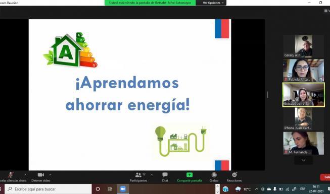 Adultos mayores de la provincia de Osorno aprenden a ahorrar energía en sus...