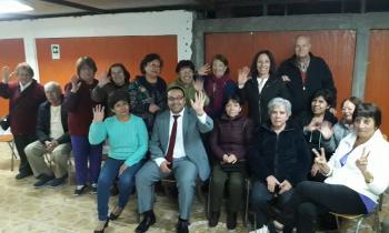 """Seremi de Energía se reunió con Club de Adulto Mayor """"La Favorecedora"""" para conversar sobre los hitos de los 1..."""