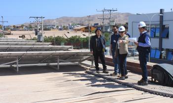 Comprueban funcionamiento de sistemas fotovoltaicos tras intensas lluvias en Tarapacá