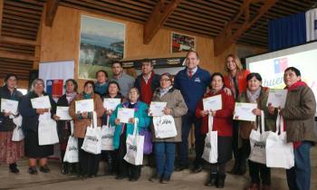 Mujeres rurales de Futrono celebraron su día con entrega de kits de ahorro energético