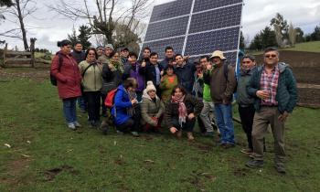 Vecinos de Corral y Valdivia conocen proyecto fotovoltaico de Isla Huapi para replicar iniciativa