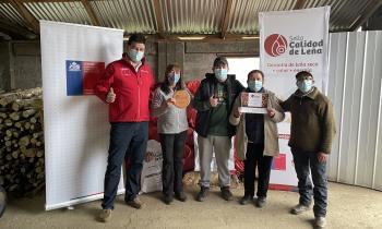 Productores y comerciantes de Aysén recibieron el Sello Calidad de Leña