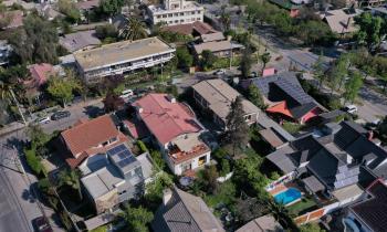 Seremi de Energía de Los Lagos explica programa para instalar sistemas solares en viviendas