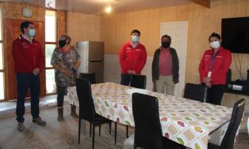 Subsecretario de Energía e intendente inauguran conexión a la red eléctrica  de vivienda en Totoral