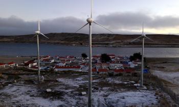 65% de avance registran obras del sistema eólico – diésel que se construye en la comuna de Río Verde