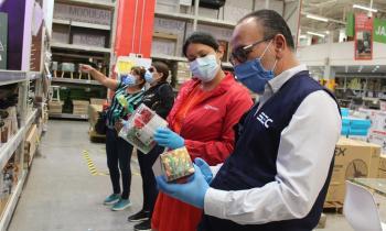 Seremi de Energía y director de SEC Atacama fiscalizan la venta de guirnaldas navideñas certificadas