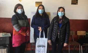 Mujeres de Talleres de Formación y Emprendimiento de PRODEMU recibieron ampolletas Led para ahorrar en las cuentas de la luz