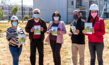 Seremi de Energía dio inicio a Ruta de Energías Limpias en la región con inauguración de paneles solares en condominio social de Viña