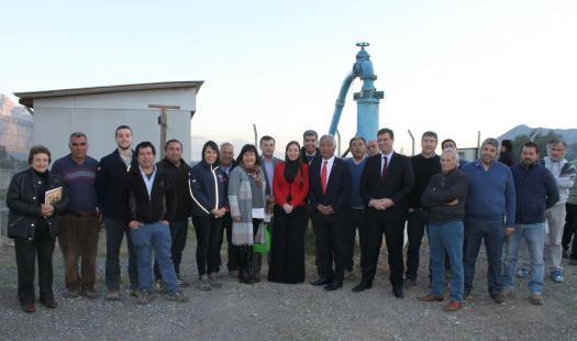Autoridades y agricultores del Valle de Aconcagua analizan la incorporación de sistema fotovoltaico en su sistema de riego