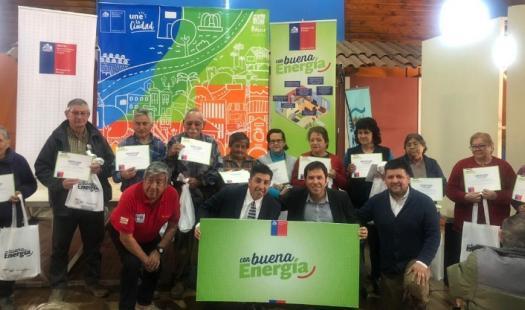 200 familias de Rancagua recibieron ampolletas LED para ahorrar en las cuentas de la luz
