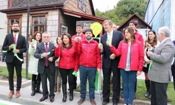 Subsecretario López inaugura la primera electrolinera de Puerto Varas interconectando 350 kilómetros del sur d...