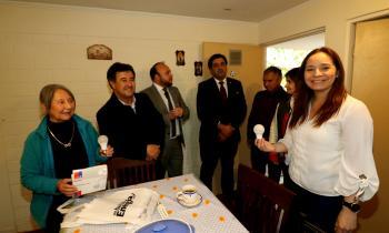 Intendenta y Seremi entregan ampolletas led a adultos mayores y vecinos de Andacollo