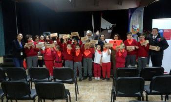 """Escuela Bernardo O' Higgins de Porvenir """"Cambia el Foco"""" y se suma a campaña regional"""