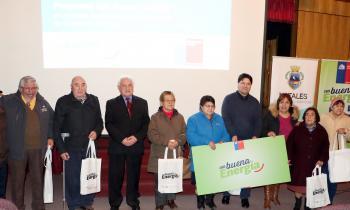 """Programa """"Con Buena Energía"""" llevó la eficiencia energética a adultos mayores de Natales"""