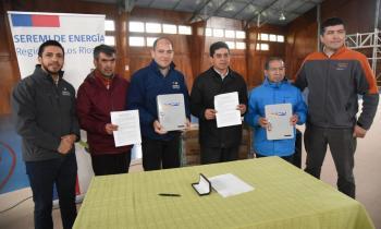 Constituyen el primer Comité de Electrificación de Isla Huapi