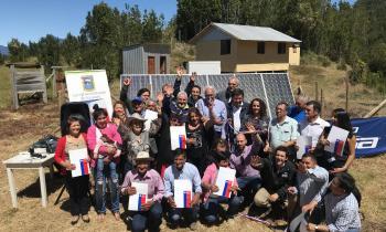 Familias aisladas de Cochamó cumplieron el anhelado sueño de tener energía eléctrica gracias a paneles solares