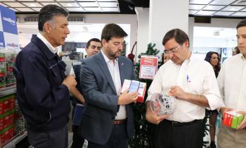 Subsecretario de Energía junto a intendente Guevara y SEC fiscalizan venta de productos navideños certificados