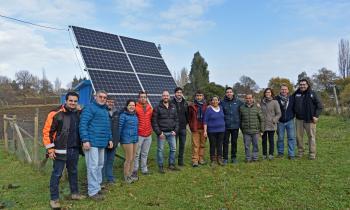 Realizan visita técnica a Isla Huapi para conocer exitoso sistema fotovoltaico
