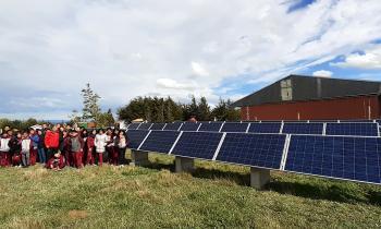 Acompañados por el SEREMI Sáez estudiantes magallánicos conocieron funcionamiento de la energía solar en la región